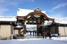 雪化粧の唐門
