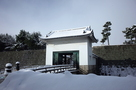 雪の本丸櫓門