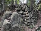 自然石と14曲輪石垣…