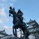 初代藩主戸田氏鉄の騎馬像…