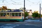 市内電車と模擬天守…