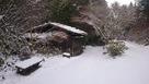 登城口から望む旧中仙道(中央の下り道)…