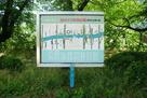 松川べり彫刻公園案内板と住所表記…