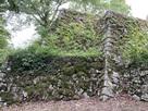本丸北東面の段差ある石垣…