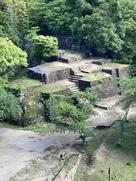 本丸からの大矢倉跡の石垣