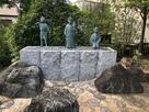 頭陀寺境内奥にある三英傑の像…