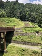 引橋から城壁石垣と虎口…