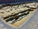 長御蔵(ながおんくら)礎石列と石組溝…