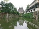 北側の堀端から、右は八坂神社…