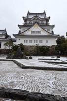 雪の岸和田城天守(2014年)