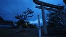 八幡神社鳥居と城址碑…