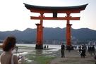 厳島神社の大鳥居(干潮時)…