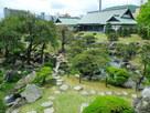博物館と表御殿庭園を築山から…