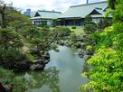 新緑の表御殿庭園と、博物館…