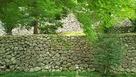 東面の粗積み石垣…