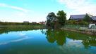 堀の名残とされる溜池…