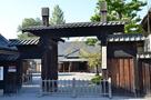 文武学校の門