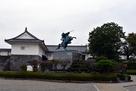 東大手門と最上義光銅像…