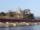 橋越しの杵築城