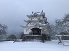 雪景色の本丸と天守…