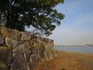 湖畔の石垣