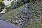 鶴の渓沿いの石垣(北側)…