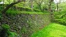 本丸跡~二の丸跡の土橋の石垣…