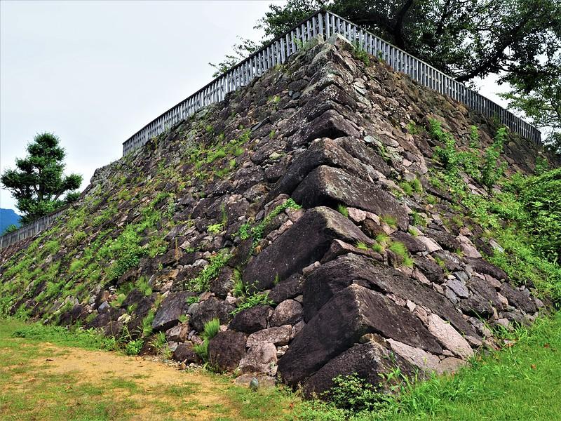 戌亥隅櫓台石垣(北西より)