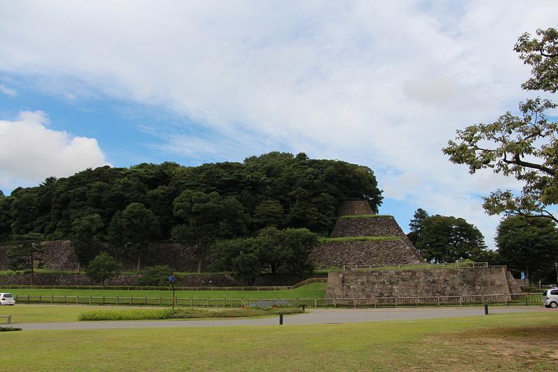 鯉喉櫓台石垣と本丸南面の高石垣