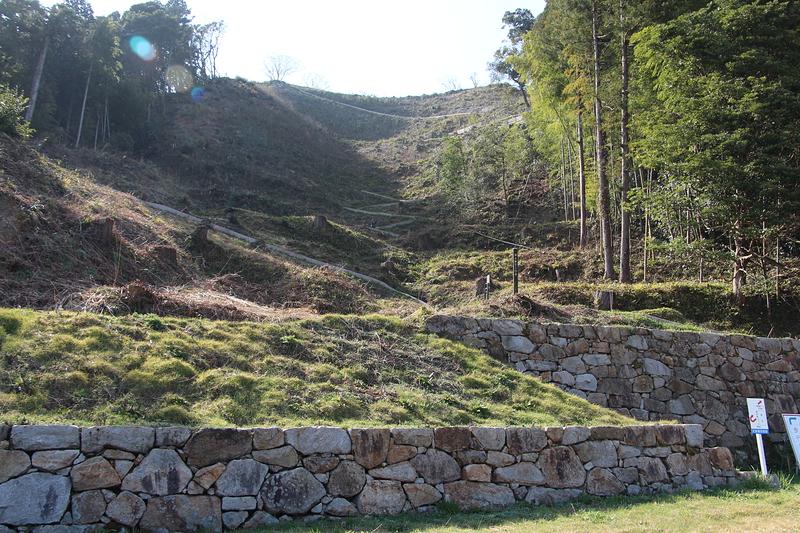 山中御殿跡石垣と七曲り