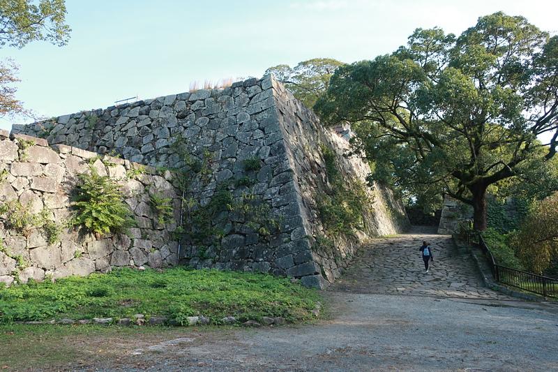 鉄御門、埋門の下の高石垣