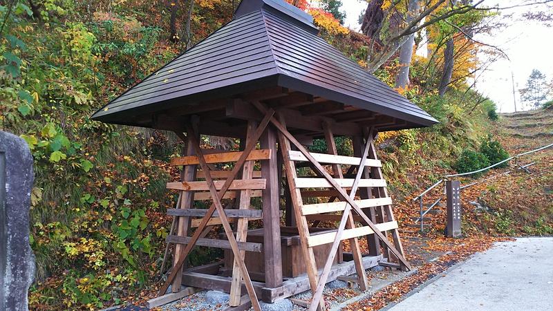冬仕度済の桜井戸