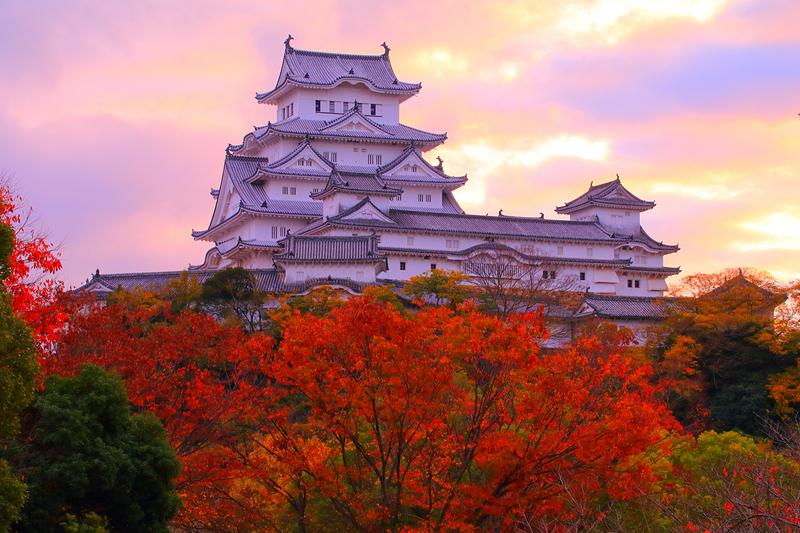 空も色づき、紅葉と