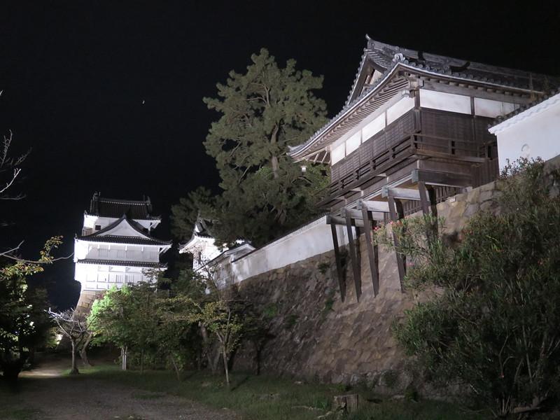 夜の散策〜湯殿から伏見櫓