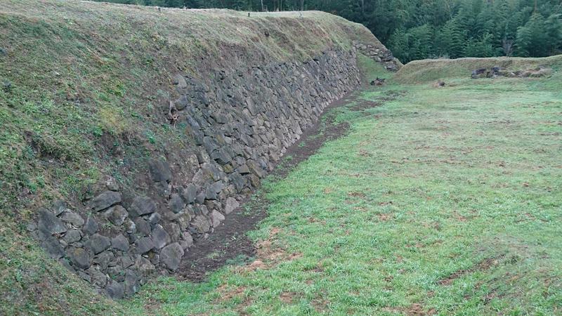 二ノ丸の堀と石垣