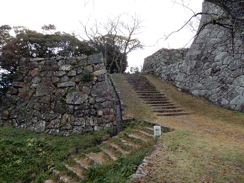 本丸付近の石垣②