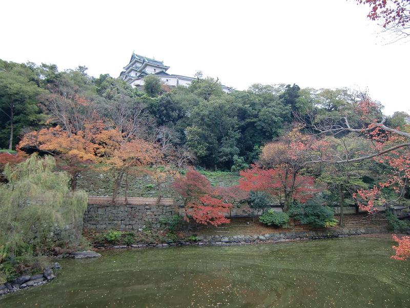 紅葉渓庭園から天守を望む