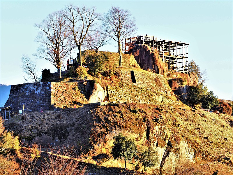 巨岩と石垣の要塞