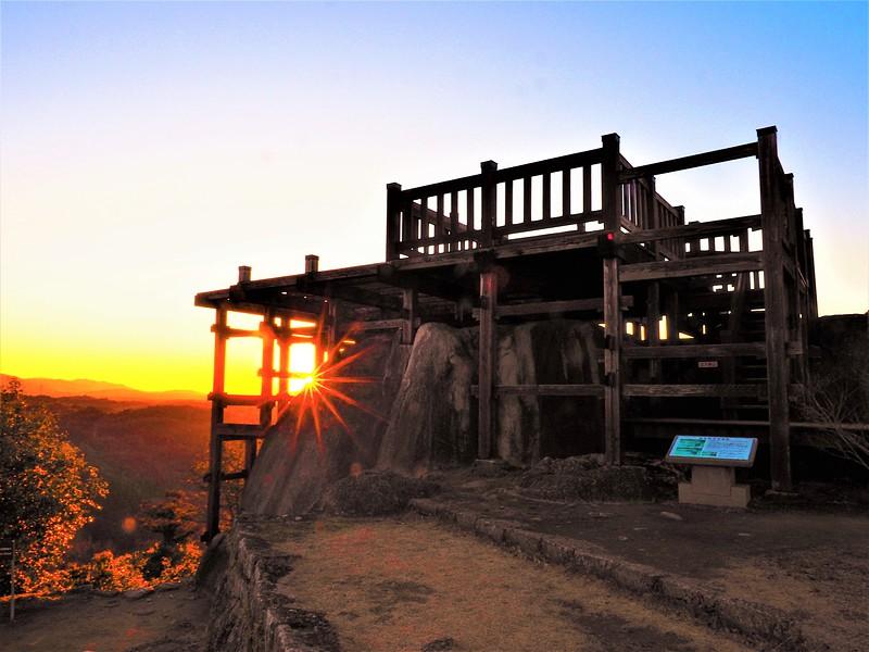 夕陽と天守展望台