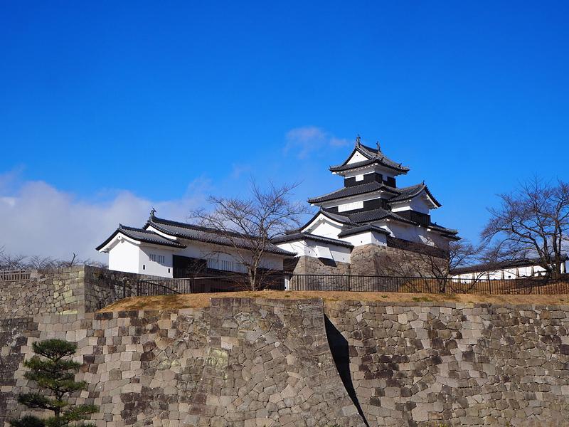 竹之丸石垣越しに見る御三階櫓