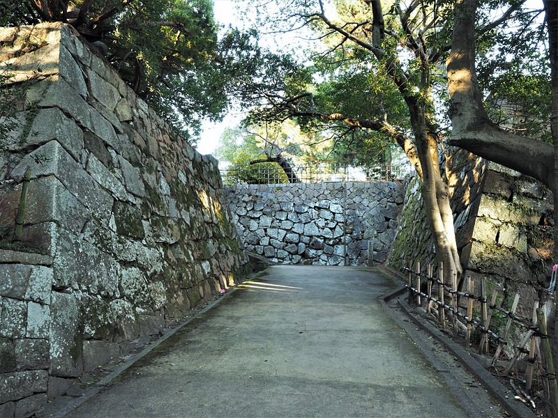 東坂口門と櫓台