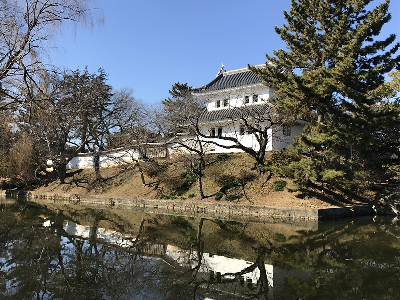 東櫓と内堀