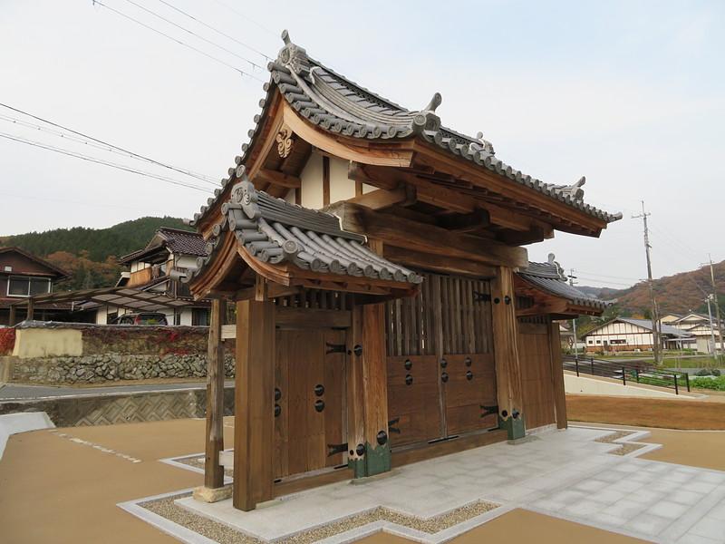 三日月藩乃井野陣屋表門(移築復元)