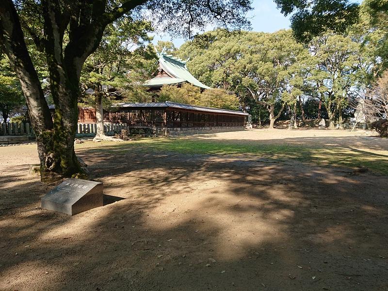 本丸御殿跡と篠山神社