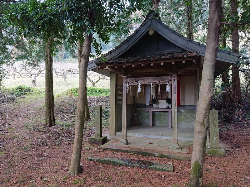 登山路入口(神社下宮社殿)