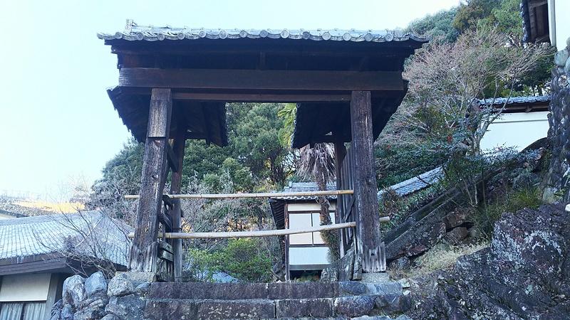 瑞泉寺に現存している移築門(金山城裏門)(35.389566,136.947459)
