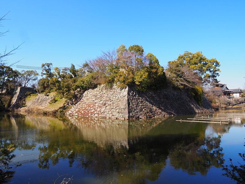 内堀と石垣