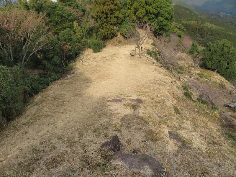 山頂の城址
