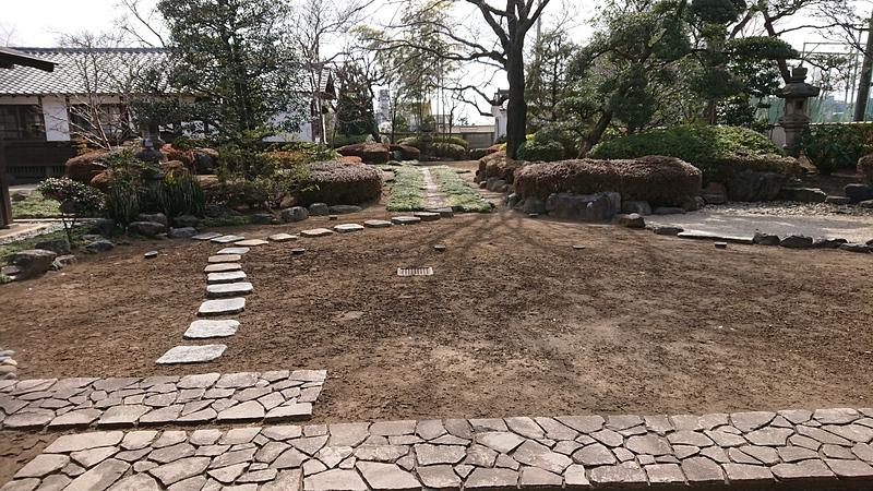 家老詰所の前の庭園