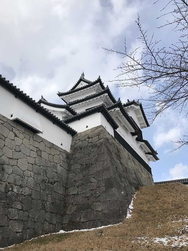 三重櫓(土塀横から)